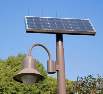 היתרונות של מערכות סולאריות מסחריות